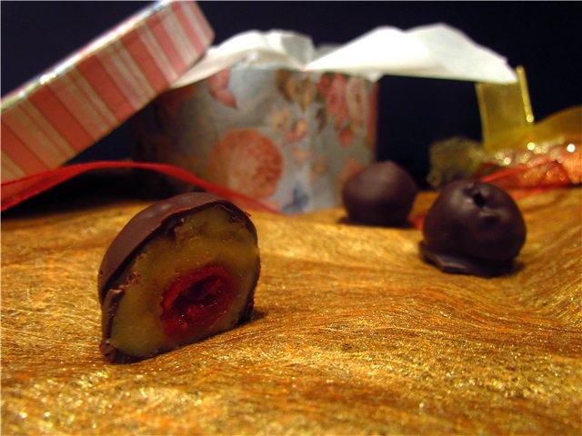 Вишня с марипаном в шоколаде