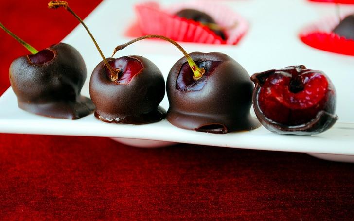 Вишня в черном шоколаде