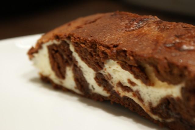 Мраморный шоколадный пирог