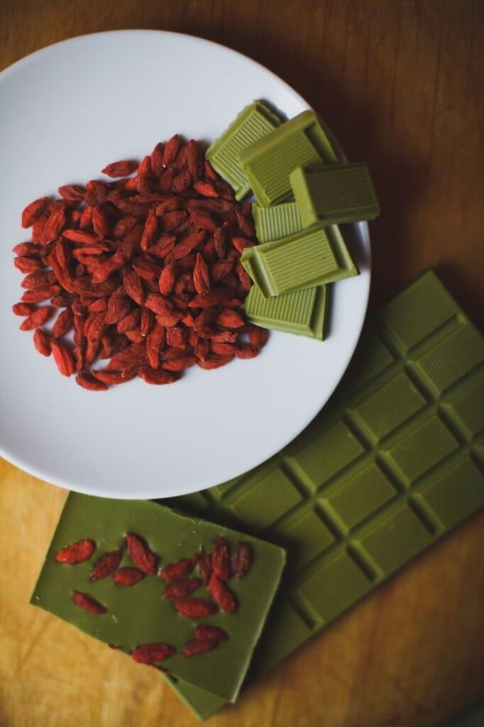 Зелёный шоколад с чаем матча ОКАSI с ягодами Годжи